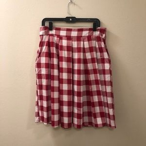 Vintage white and red check plaid